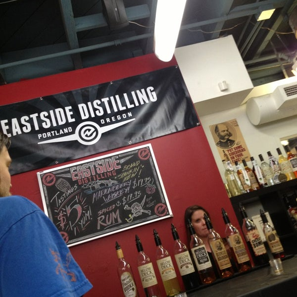 Foto tomada en Eastside Distilling por Chris 🦁🤘🏻🖕🏻 el 6/22/2013