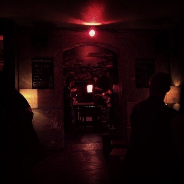 Photo prise au Couch Club par Béla V. le12/13/2013