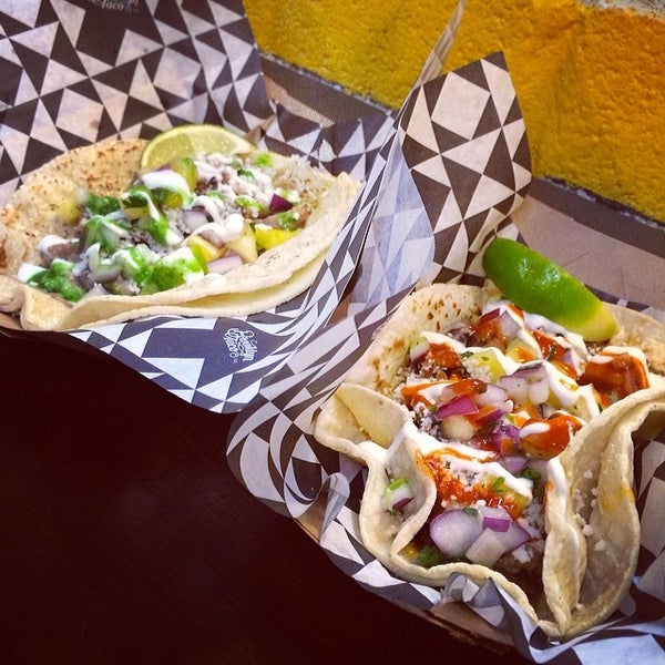 Foto tirada no(a) Brooklyn Taco Company por Zeb D. em 2/15/2014