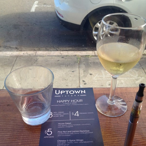 Das Foto wurde bei Uptown Tavern von Emmanuel M. am 7/25/2013 aufgenommen