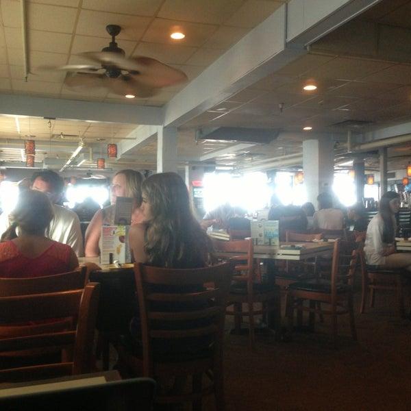 Foto tomada en Cabanas Beach Bar and Grill por Corinne R. el 7/11/2013