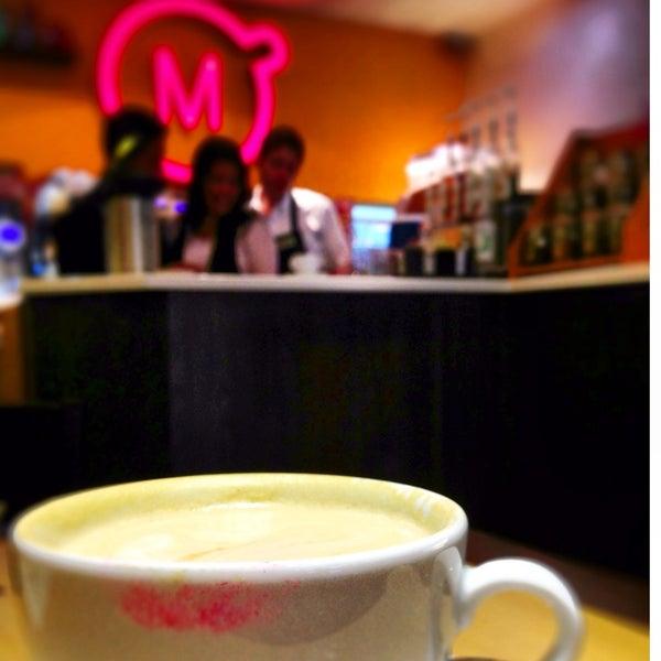 Foto tirada no(a) Momentto Café 100% Colombiano por Ariadna C. em 9/16/2013