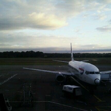 Das Foto wurde bei Edinburgh Airport (EDI) von Demi N. am 7/27/2012 aufgenommen