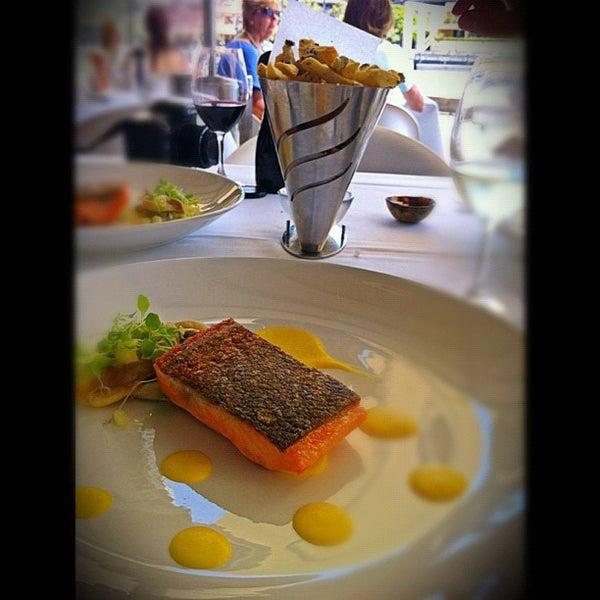Foto scattata a Manta Restaurant da Caramelatte ☆. il 11/7/2011