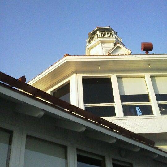 Снимок сделан в Parkers' Lighthouse пользователем James B. 5/6/2012