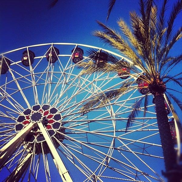 Снимок сделан в Irvine Spectrum Center пользователем Andrew R. 2/25/2012