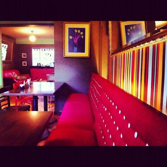 6/16/2012にR.N.T.0. ..がPlaza Victoriaで撮った写真