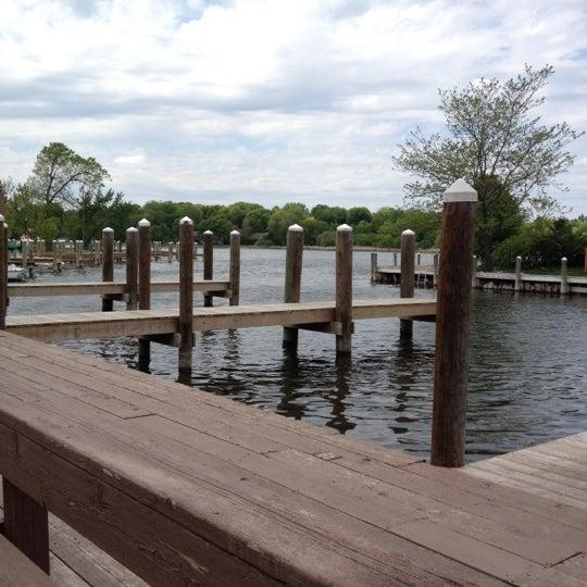 Foto tomada en Lord Fletcher's Old Lake Lodge por Leslie B. el 5/11/2012