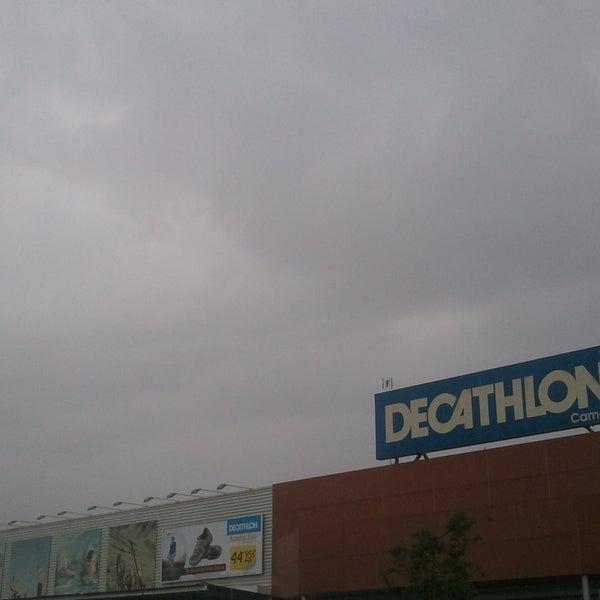 4fa57d5351d Foto tomada en Decathlon Camas por Luis Manuel M. el 3/31/2012