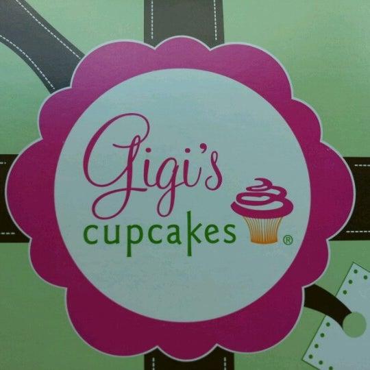 6/30/2012 tarihinde Val M.ziyaretçi tarafından Gigi's Cupcakes'de çekilen fotoğraf