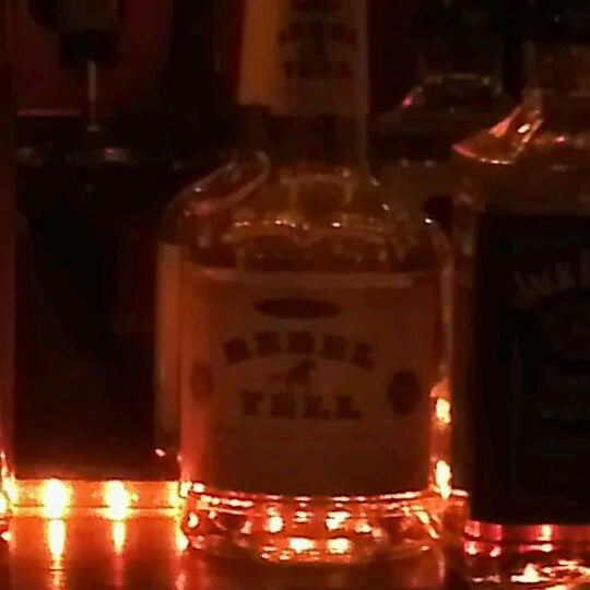 Снимок сделан в Soft Spot Bar пользователем Eros D. 11/23/2011