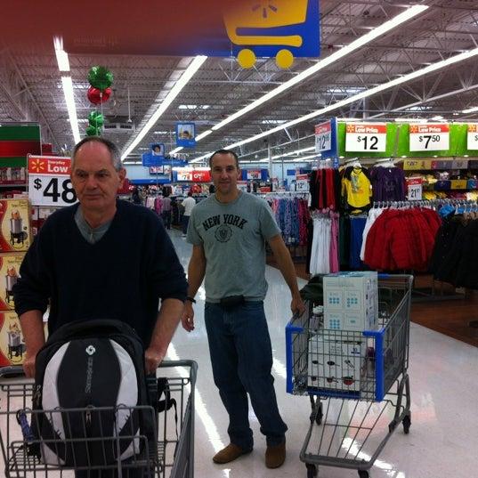 Das Foto wurde bei Walmart von Cleusa B. am 11/16/2011 aufgenommen