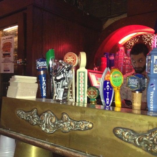 รูปภาพถ่ายที่ Lottie's Pub โดย JoAnna S. เมื่อ 1/28/2012