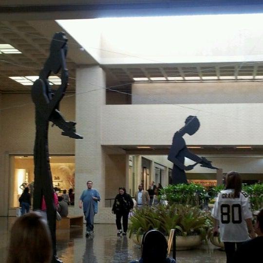 2/4/2012 tarihinde StealingKittyziyaretçi tarafından NorthPark Center'de çekilen fotoğraf