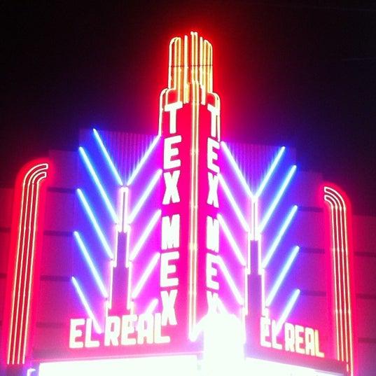 Снимок сделан в El Real Tex-Mex Cafe пользователем Ashley S. 3/15/2012