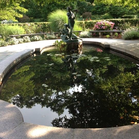 Foto scattata a Conservatory Garden da Aimée O. il 6/28/2012