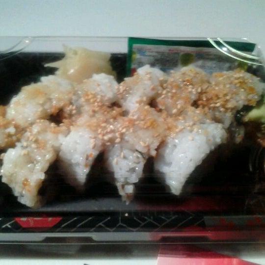 Das Foto wurde bei Red Koi Thai & Sushi Lounge von Jamara D. am 11/29/2011 aufgenommen