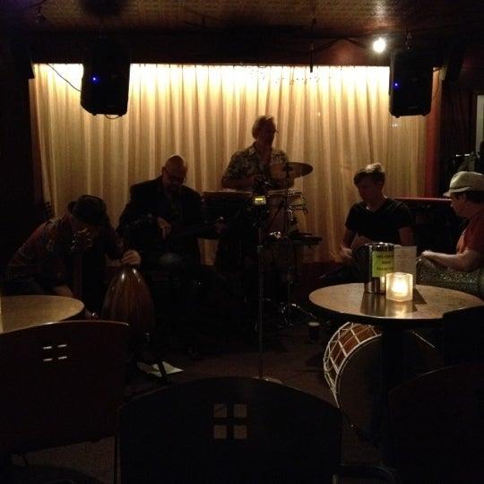 รูปภาพถ่ายที่ Tea Zone & Camellia Lounge โดย Chris H. เมื่อ 7/22/2012