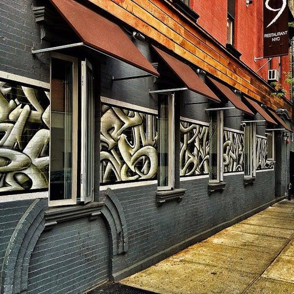 Foto tirada no(a) Bar Nine por Bob K. em 4/15/2012