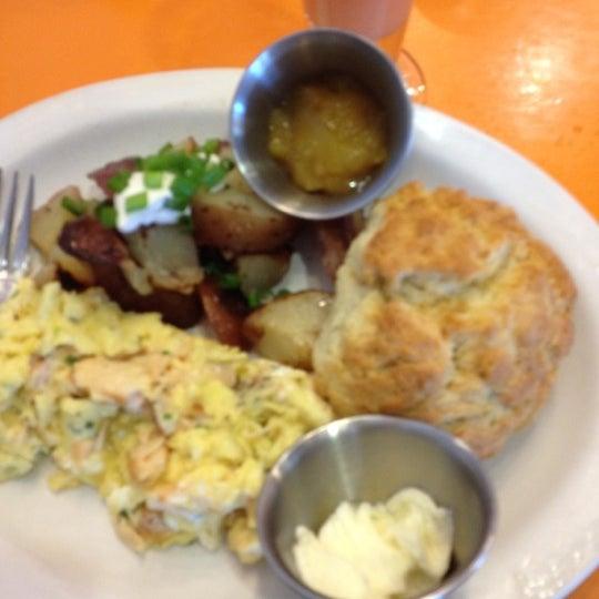 รูปภาพถ่ายที่ Jelly Cafe โดย John K. เมื่อ 6/8/2012