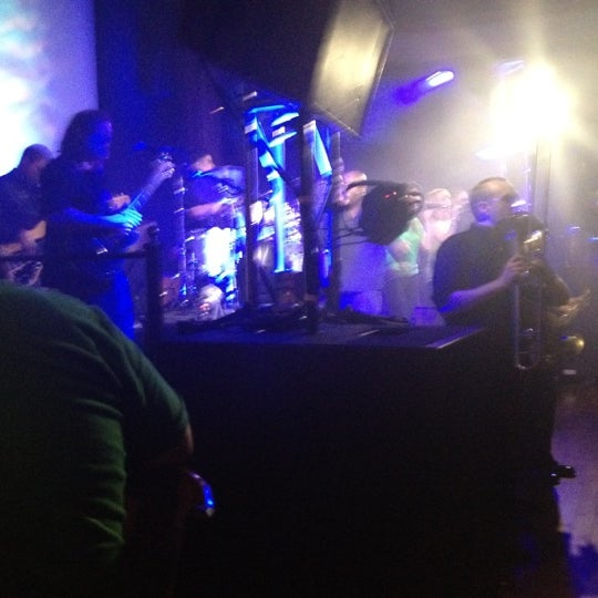 Foto diambil di Cool River Cafe oleh Eduardo M. pada 5/11/2012