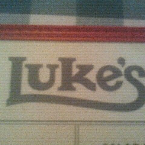 Das Foto wurde bei Luke's Bar & Grill von John M. am 8/21/2012 aufgenommen