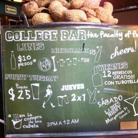Foto diambil di College Bar oleh DIEGO A. pada 3/8/2012