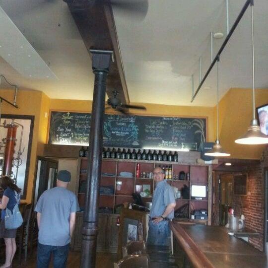 Das Foto wurde bei Square One Brewery & Distillery von Bill L. am 5/12/2012 aufgenommen