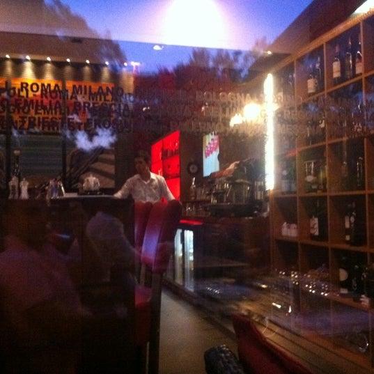 Foto scattata a Rossopomodoro da Hakan D. il 7/10/2012