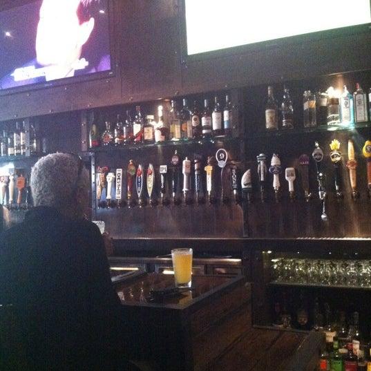 Foto scattata a SmithHouse - BBQ, Burgers, Brews da S L L. il 8/25/2012