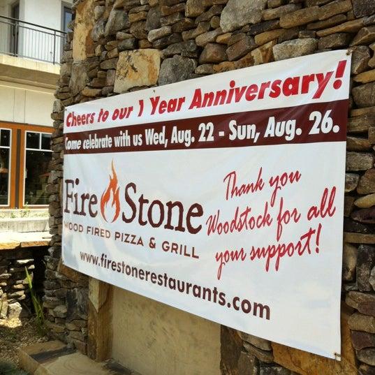 รูปภาพถ่ายที่ Fire Stone Wood Fired Pizza & Grill โดย Nicole T. เมื่อ 8/22/2012