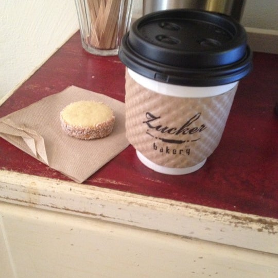 รูปภาพถ่ายที่ Zucker Bakery โดย Manasee D. เมื่อ 4/27/2012