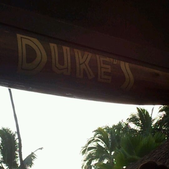 Foto tomada en Duke's Waikiki por Jessica G. el 5/6/2012