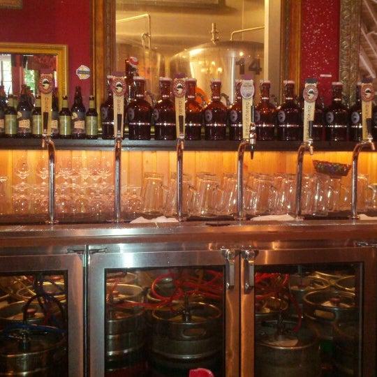Foto scattata a Deschutes Brewery Portland Public House da Steven P. il 7/18/2012