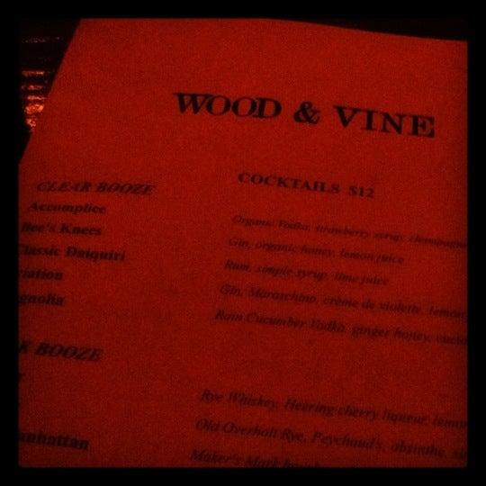 Photo prise au Wood & Vine par Harpreet A. le3/25/2012