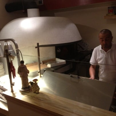 Foto scattata a Menomalé Pizza Napoletana da Thomas C. il 8/4/2012