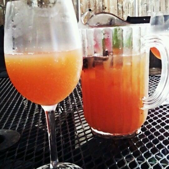 7/15/2012 tarihinde Leslie H.ziyaretçi tarafından Royal Oak Bar and Grill'de çekilen fotoğraf