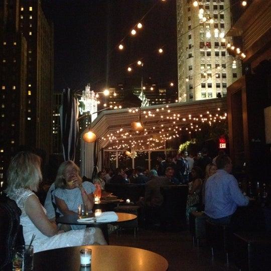 รูปภาพถ่ายที่ Upstairs โดย Stella เมื่อ 6/26/2012