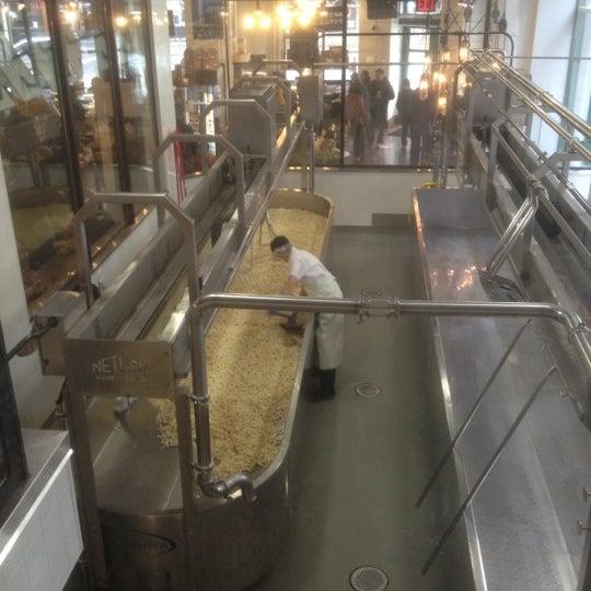 Foto tomada en Beecher's Handmade Cheese por Joe G. el 3/10/2012