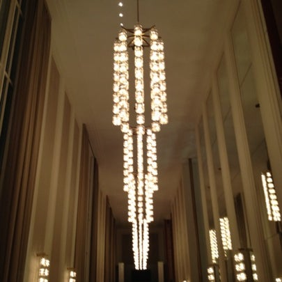 Снимок сделан в The John F. Kennedy Center for the Performing Arts пользователем Austin W. 7/21/2012