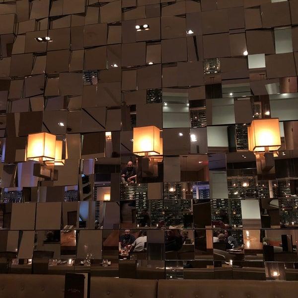 Снимок сделан в SOUTHGATE Bar & Restaurant пользователем Ricardo L. 7/29/2018
