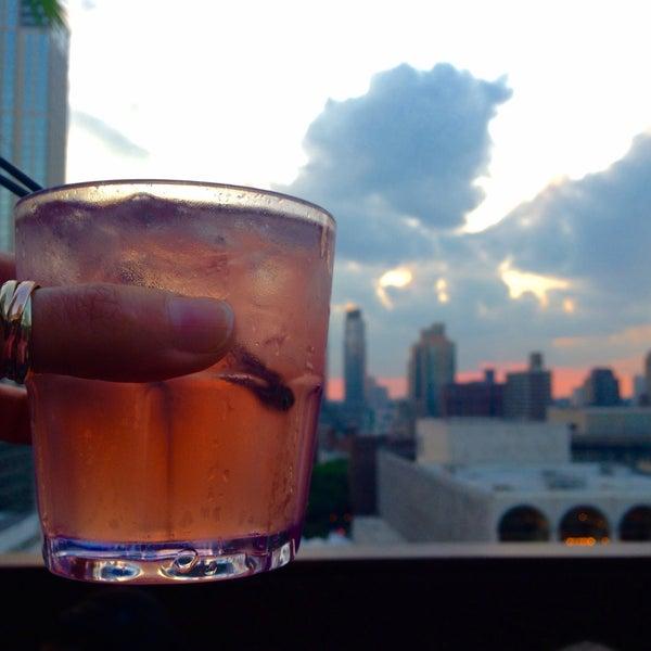 Foto tirada no(a) The Empire Hotel Rooftop por Marguerita c. em 6/27/2015