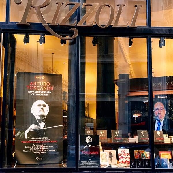 Снимок сделан в Rizzoli Bookstore пользователем Marguerita c. 3/29/2017