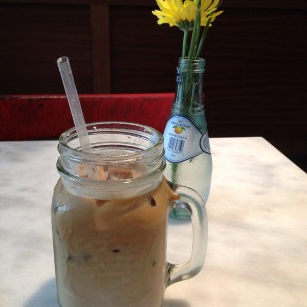 7/6/2013にMarina K.がTaszo Espresso Barで撮った写真