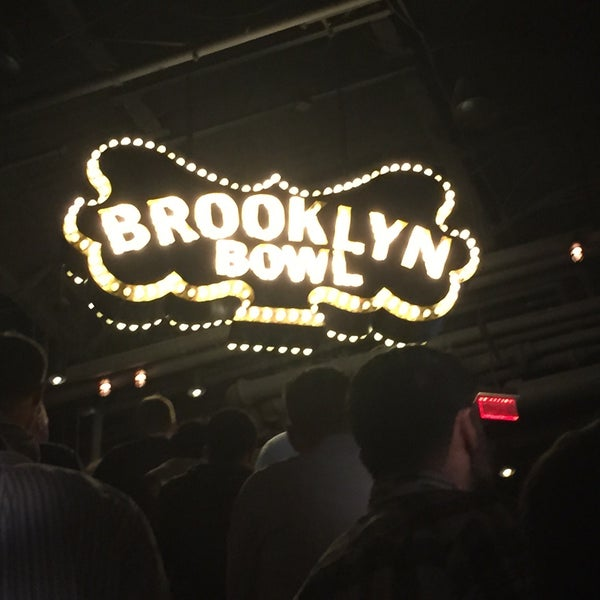 9/11/2015 tarihinde Sarah T.ziyaretçi tarafından Brooklyn Bowl Las Vegas'de çekilen fotoğraf