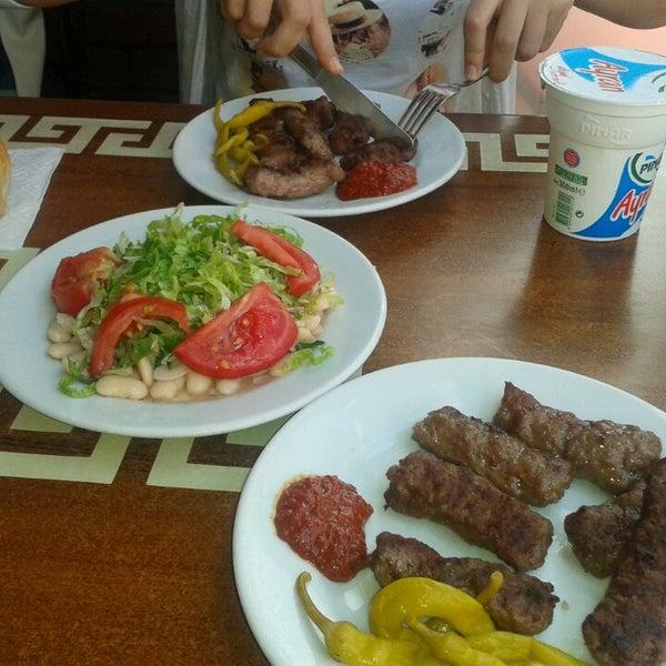 7/6/2013にSenem E.がTarihi Sultanahmet Köftecisiで撮った写真