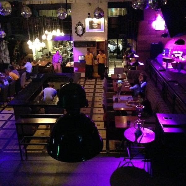 รูปภาพถ่ายที่ Moska Bar โดย Elijah(Илья) _. เมื่อ 8/16/2013