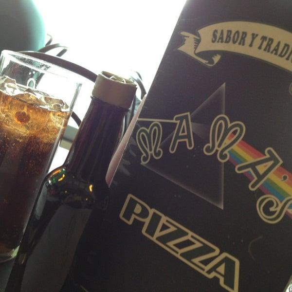 Снимок сделан в Mama's Pizza пользователем Law 🇲🇽 5/4/2013