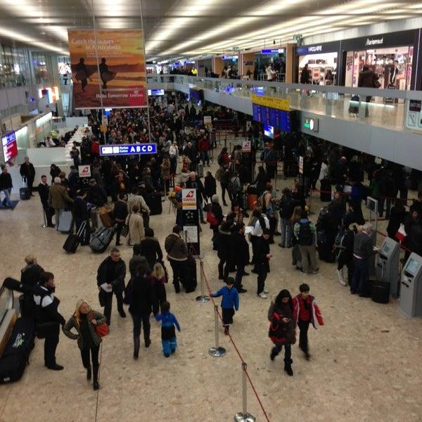 Photo prise au Aéroport de Genève Cointrin (GVA) par Peter B. le2/11/2013