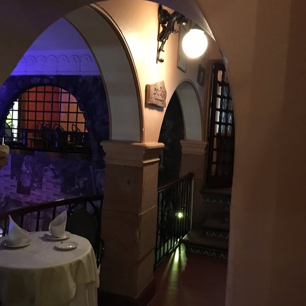 Foto diambil di Restaurante & Bar La Strega oleh Ivan S. pada 2/26/2016